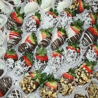Chocolate and vanilla drizzled chocolate strawberries