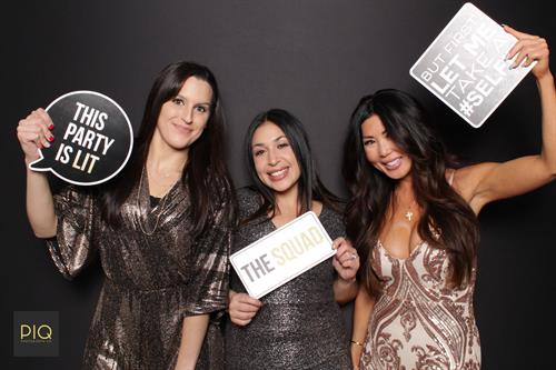Gallery Image PIQ_Photobooth_Co.-NYE_Spectacular_at_The_Cottage-Bothell_WA-A.jpg