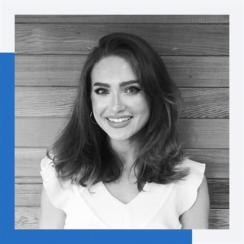 Elena | Social Media Manager
