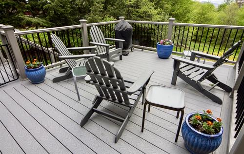 Expansive deck with Weber charcoal grill