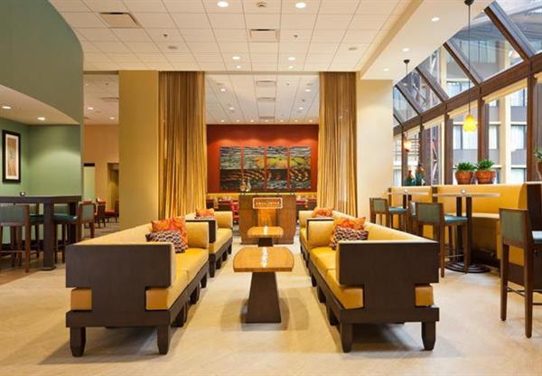 Aqua Terra Lounge