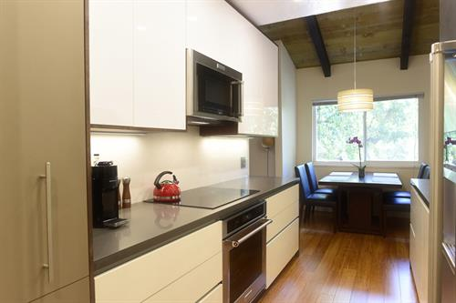 Kitchen: Mountain View, California Interior Remodel