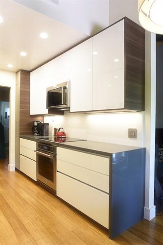 Kitchen: Mountain View, California Interior Remodel
