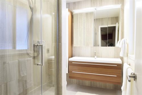 Master Bath: Mountain View, California Interior Remodel