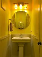 Middle Floor Bath