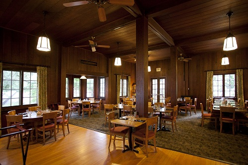 The historic Roosevelt Dining Room offers locally sourced products highlighting regional flavors.