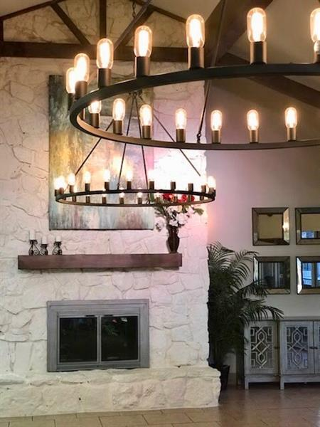 Gallery Image 2018_dining_lights.jpg