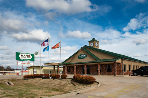 Front shot of the Bank of Cherokee County Park Hill branch in Tahlequah, Oklahoma on a sunny day.