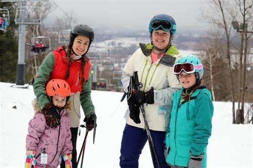Gallery Image 2020_19_1_AAAAA_-045_FAMILY_KIDS_GROUP_LANDSCAPE_SNOWING_.JPG