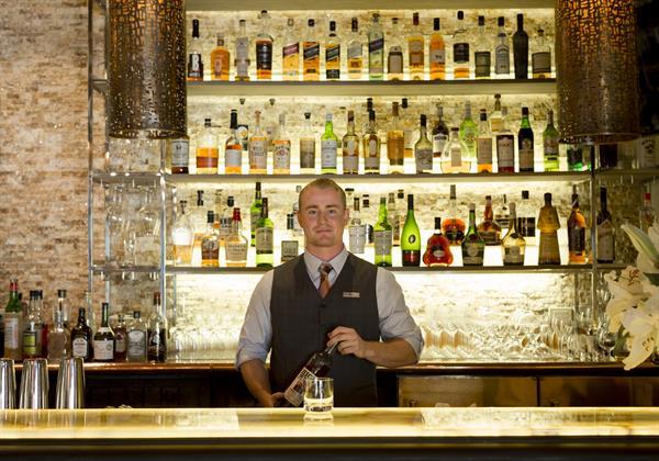 Lucia Bar