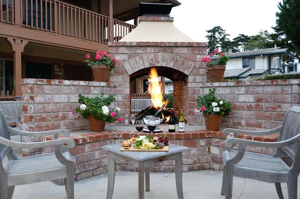 Outdoor, communal fire pit