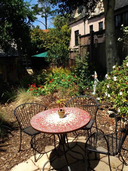 Piccadilly Cottage: Outdoor seating