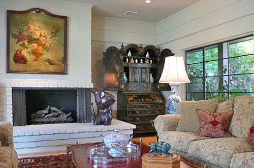 Gallery Image home8livingroom3.jpg