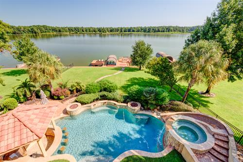 Lake Conroe living at it's best!