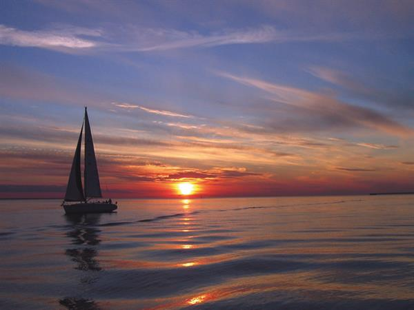 Gallery Image h-Sailboat.jpg