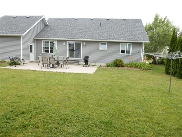 Large Rear Patio with Seating for 6 and Natural Gas BBQ
