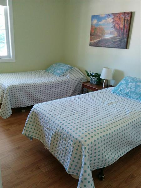 Bedroom with 2 Singles