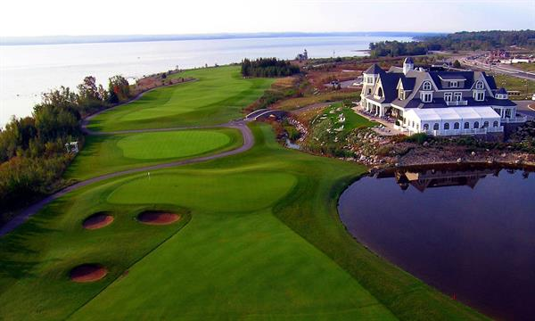 30 minutes drive to Cobble Beach, award-winning 18 hole links style golf course designed by Doug Carrick
