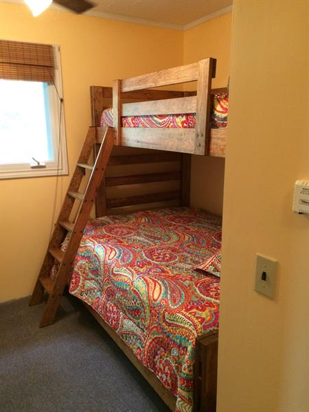 Bedroom 3 bunk bed.. dbl bottom, single top