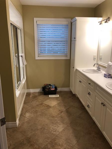 Gallery Image Second_Floor_Bathroom.jpg