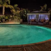 Outdoor Heated Pool & Jacuzzi