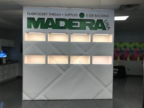 Magnetic pop-up trade show display with lights
