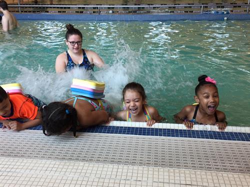 Gallery Image swim_lessons_2.jpg