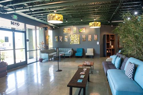 Gallery Image TH_interior_seatingarea_lobby-18.jpg