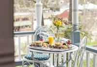 Tennyson Suite in Cliff Cottage - private front porch overlooking town and great spot to enjoy breakfast