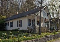 The Artist's Cottage with 2  gorgeous suites (Robt. Louis Stevenson and Emily Dickinson)