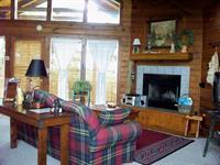 Cabin 7C - Grandview Fishing, Living area