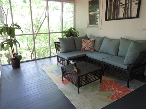 Veranda Suite 28 Screen Porch