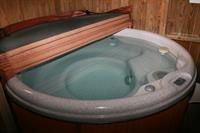 Hot Tub for Cottages Avonleigh, Berkshire and Cummington