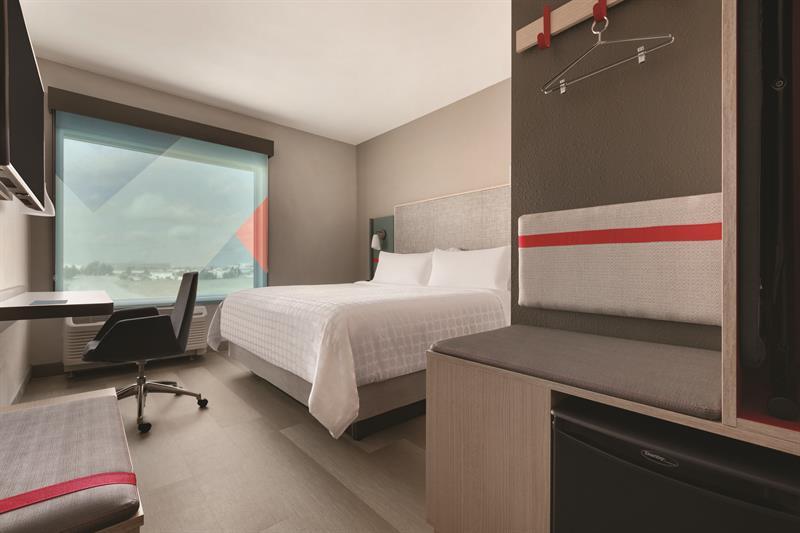 Gallery Image avid-hotels-king-guest-room-1.jpg