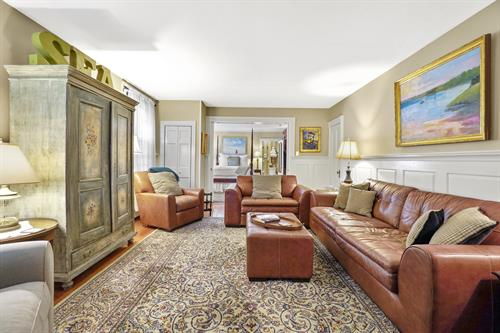Room 2 (living room)