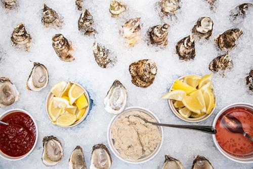 Gallery Image oysters_in_ice_with_sauces.jpg