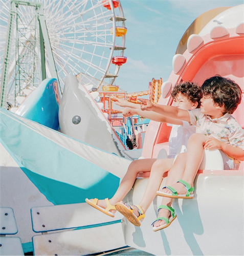 Gallery Image Charleys_-_Children_on_Ferris_Wheel.png