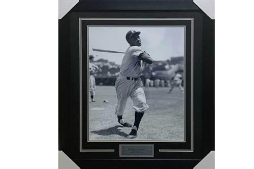 Roberto Clemente 16x20 Photo - Professionally Framed