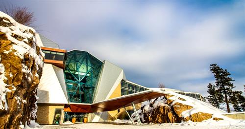 Gallery Image 2_Sparkling_Hill_Resort_Entrance.jpg