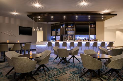 Gallery Image HGI_Denver_Cherry_Creek_Bar_Overview.jpg