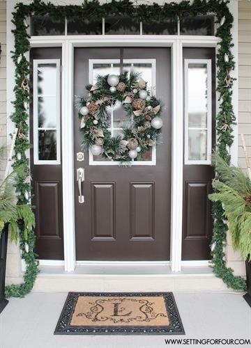 Gallery Image doorway_holiday_without_red_and_green.jpg