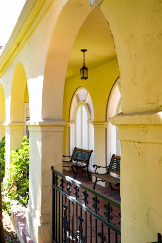 Gallery Image courtyard_arches.jpg