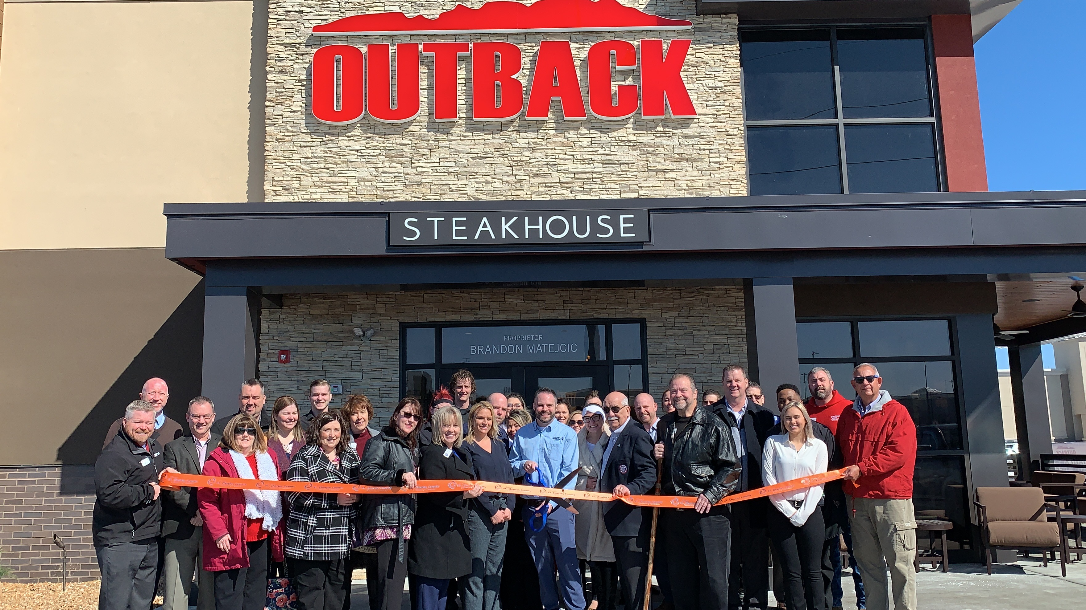 Outback Steakhouse Celebrates Grand Opening with Ribbon Cutting