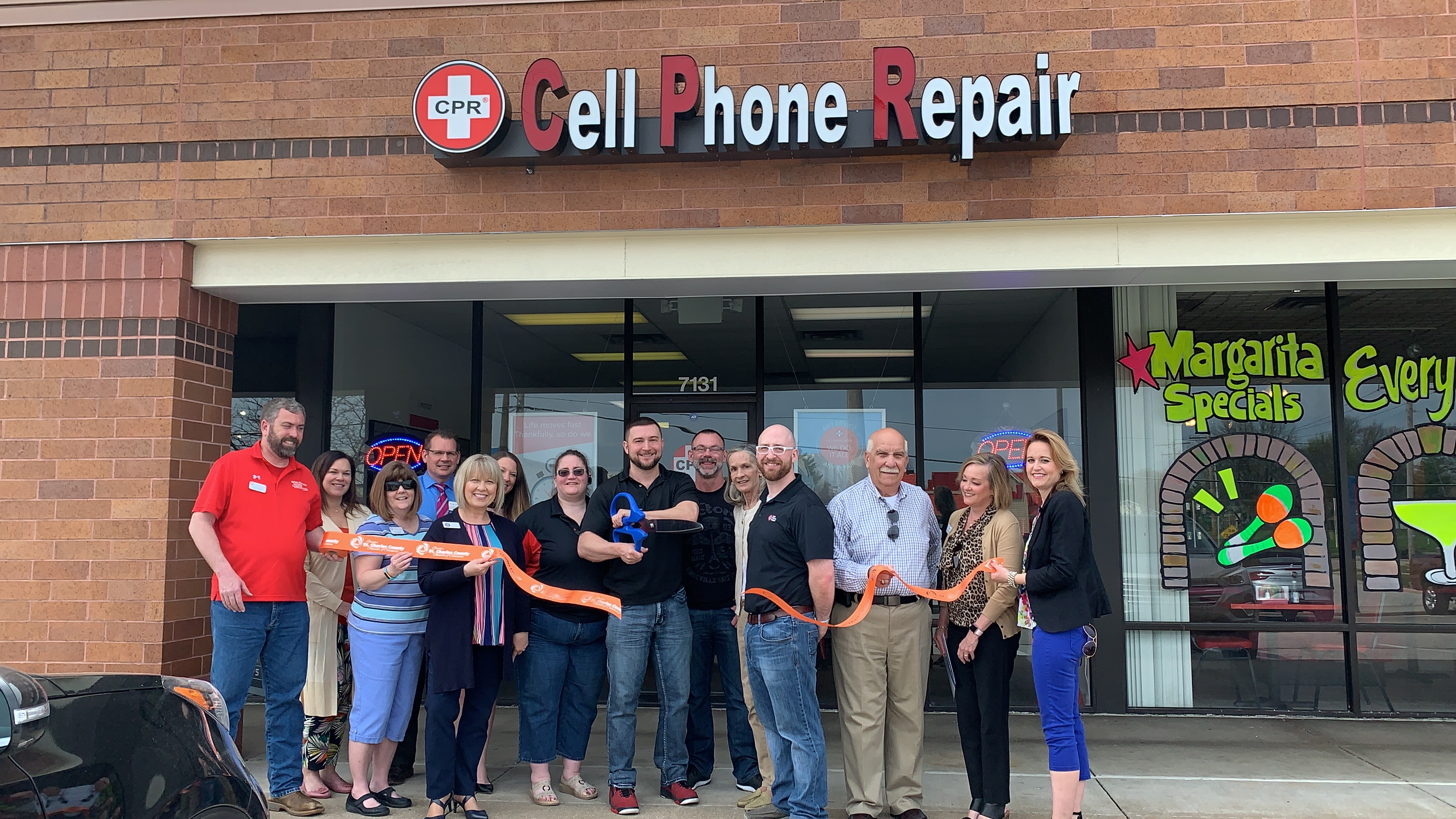 CPR – Cell Phone Repair Celebrates  Grand Opening with Ribbon Cutting