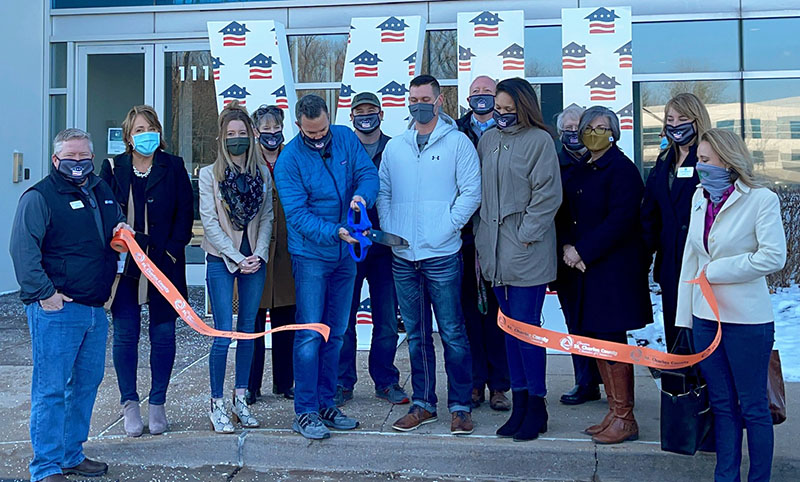 Image for Veterans United Home Loans Celebrates Grand Opening with Ribbon Cutting