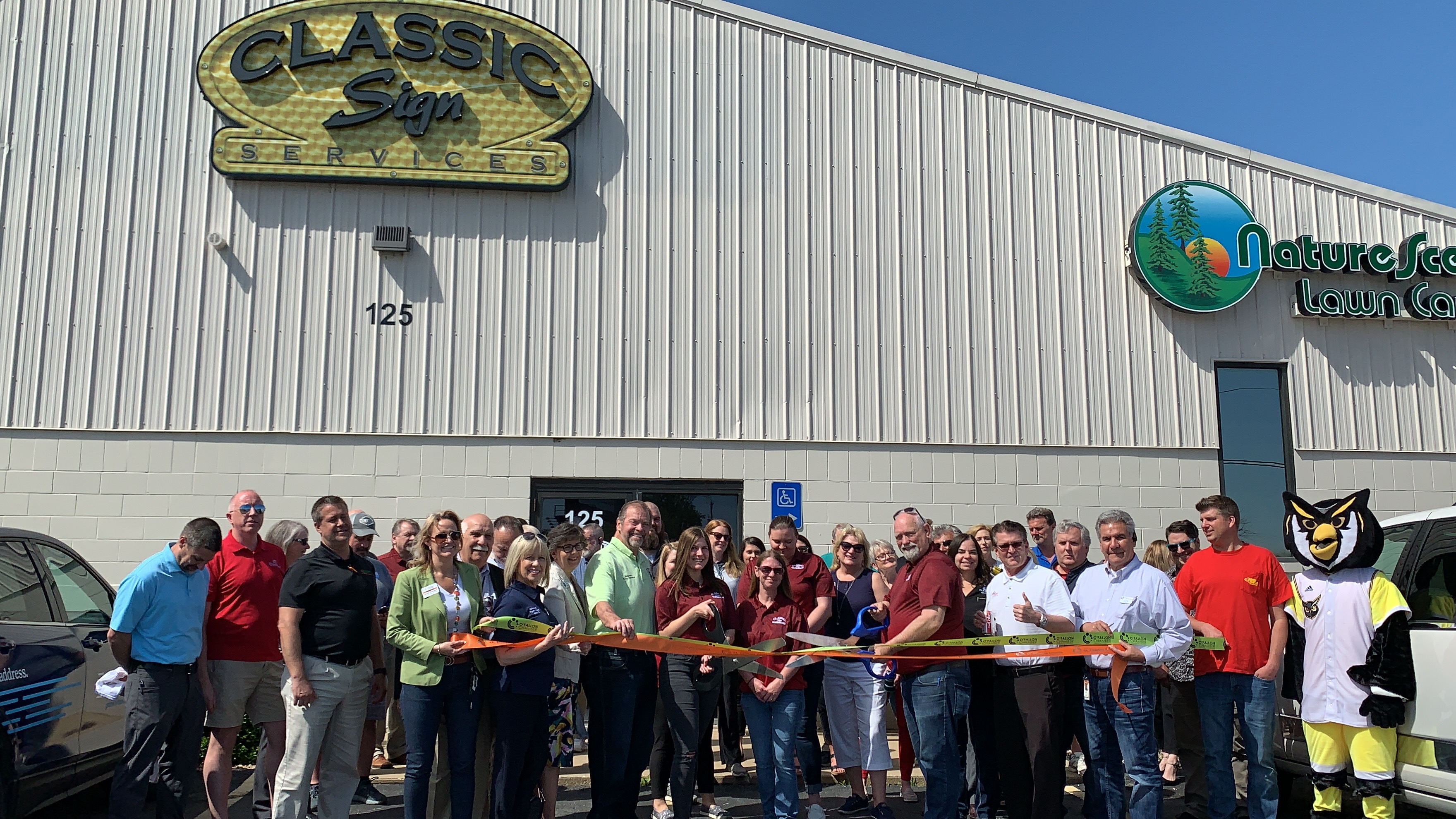 Image for Classic Sign Services Celebrates 20th Anniversary with Ribbon Cutting