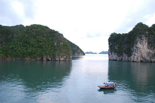 Cruising and kayaking in Ha Long Bay, Vietnam