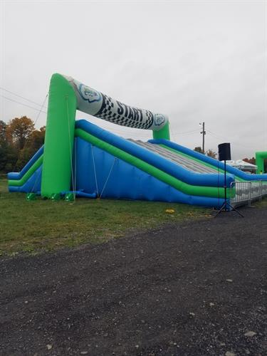 Setting up Insane Inflatable 5K run