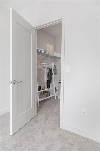 1D - Walk in Closet