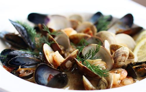 Gallery Image Albion-River-Inn-Restaurant-mussels-seafood-close_copy_2.jpg